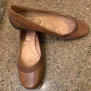 Women's brown life stride flats